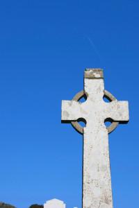 a celtic cross in an irish graveyard